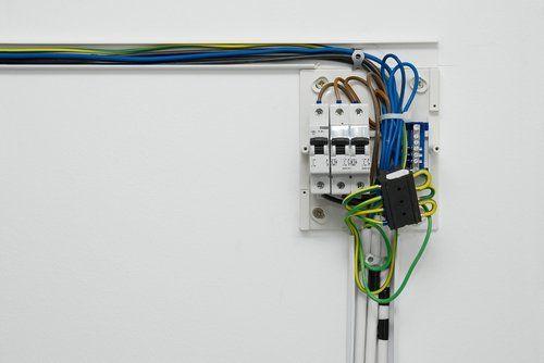 centralina con fili elettrici