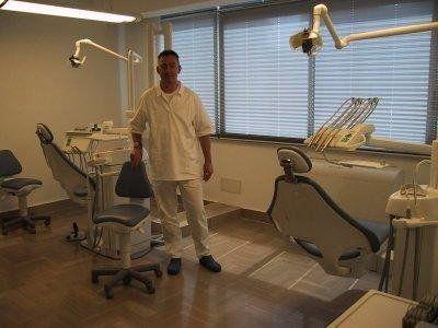 dottor Lundquist nel proprio studio