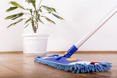 Pulire pavimento con mocio a Gussago