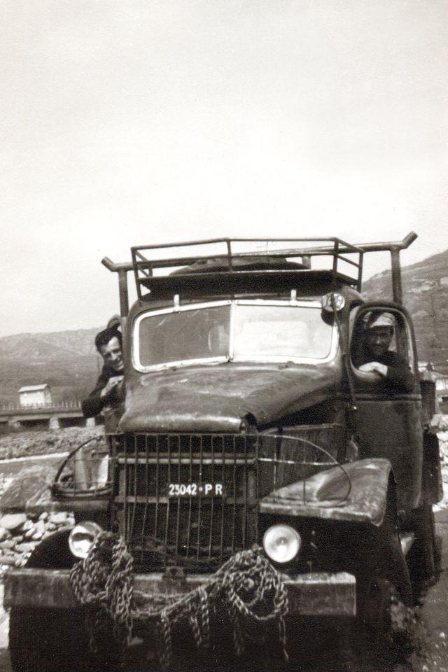 camion in bianco e nero