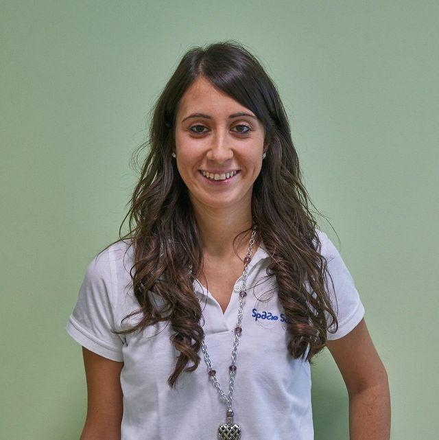 foto di una dottoressa su sfondo verde