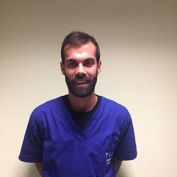 foto di un dottore con la barba