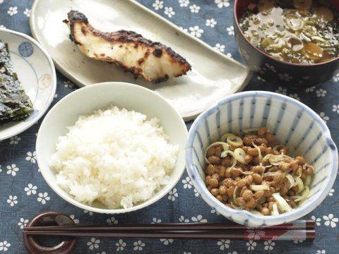 riso, e altri ingredienti per un piatto di cucina fusion