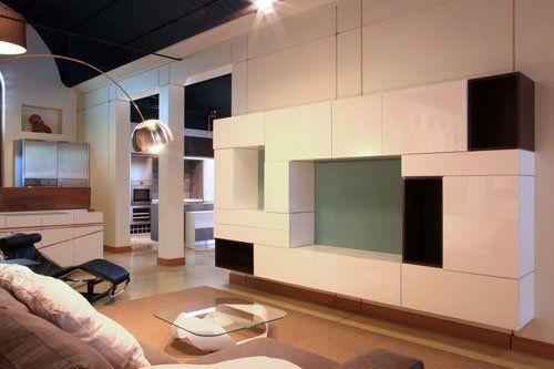 un salotto moderno con un mobile tv bianco