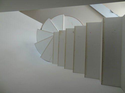 vista dall'alto dei gradini di una scala