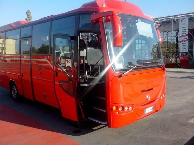 Bus navetta a marchio Ferrari