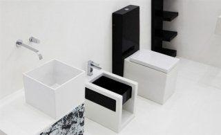 Insieme in bianco e nero di lavandino e bidet e inodore quadrati