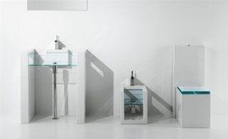 Lavandino, inodore e bidet di vetro e forma quadrata