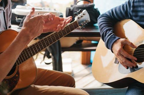 Lezione di chitarra nel laboratorio musicale di Tony Spada a Lecco e provincie limitrofe