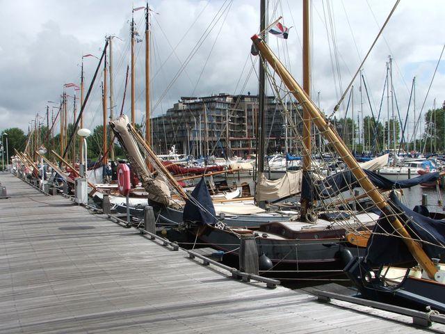 Haven Van Huizen : Restaurant in huizen uit eten bij boot eten drinken