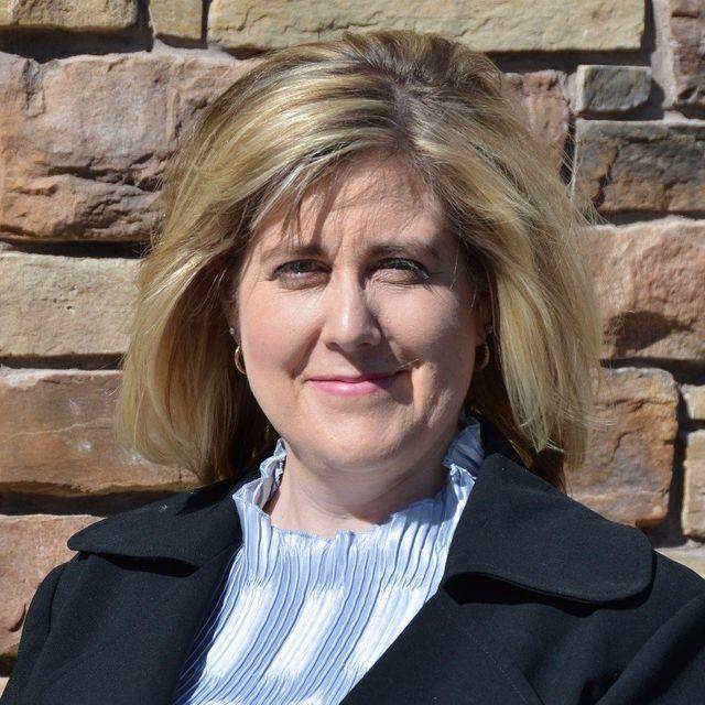 Lesley Bloxham, CPA, CGA