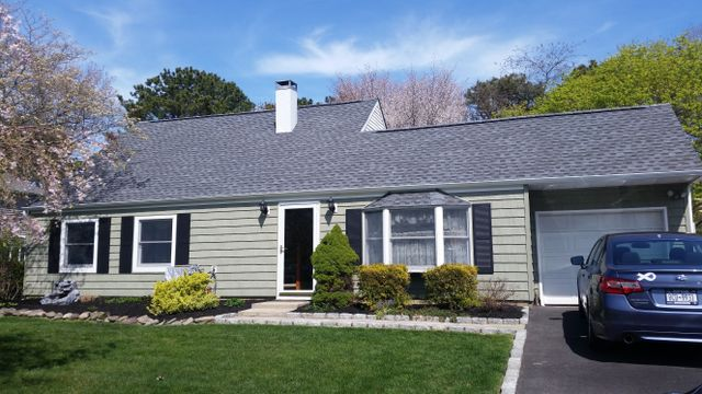Home with Cedar Ridge siding, installed by King Quality Construction