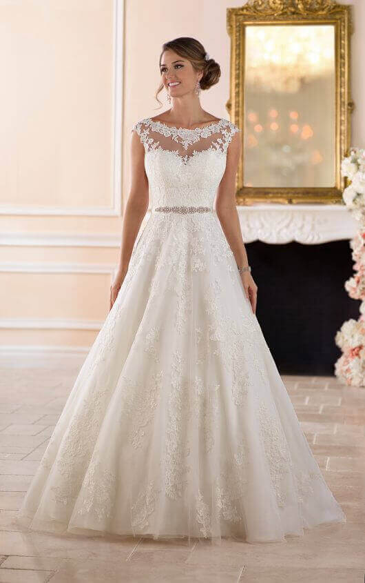 74712f3262 Traditional Ball Gown Wedding Dress front view
