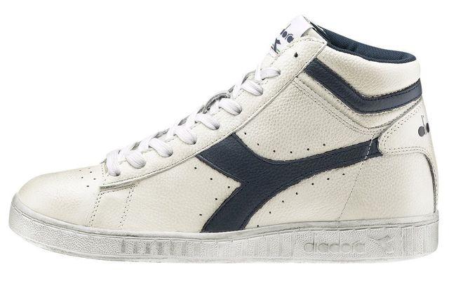 un paio di sneaker