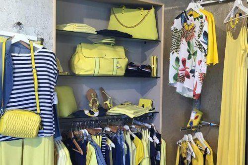 vista frontale accessori e abbigliamento donna color giallo blu