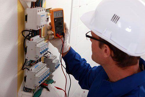 Controllo della tensione nell'impianto elettrico a Villafranca Di Verona