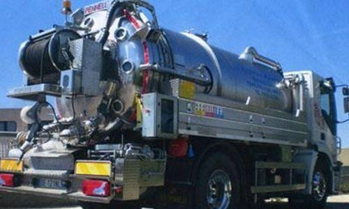 camion cisterna per servizio autospurghi