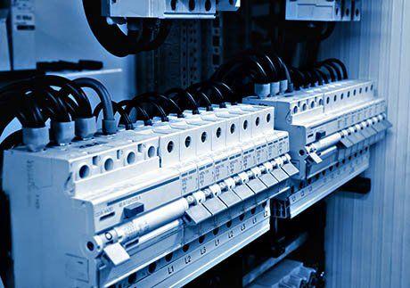 Impianto elettrico con numerosi interruttori