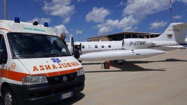 un'ambulanza e tre volontari