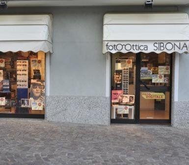 vetrine dei negozio Foto Ottica Sibona
