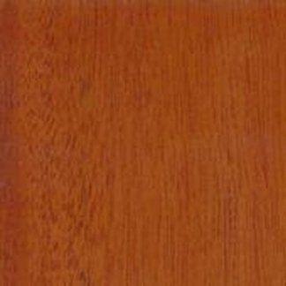 La falegnameria lavora il legno per venderlo alle industrie.
