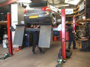 Replacing car tyres