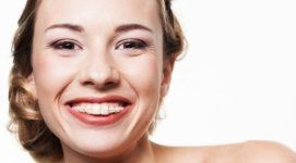 donna con sorriso smagliante