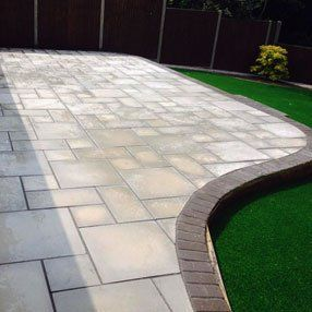 Smooth paving installations