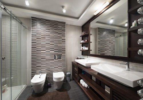un bagno con vista del bidet,wc e lavabo