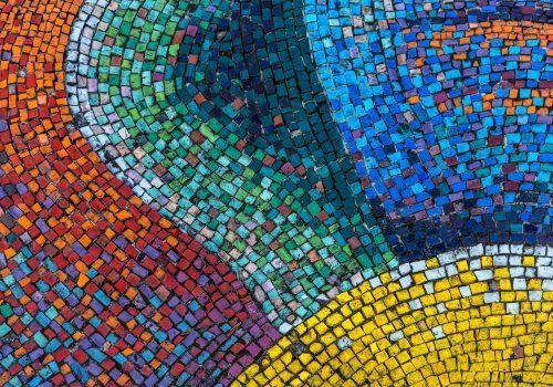 un mosaico colorato