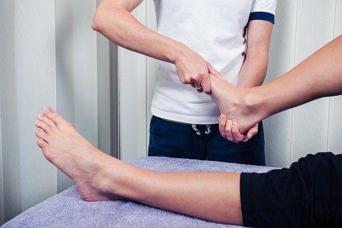 mobilizzazione passiva del piede