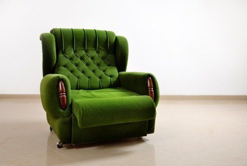 una poltrona verde