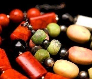 collane e braccialetti colorati