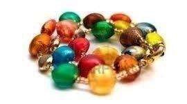 braccialetti con perle colorate