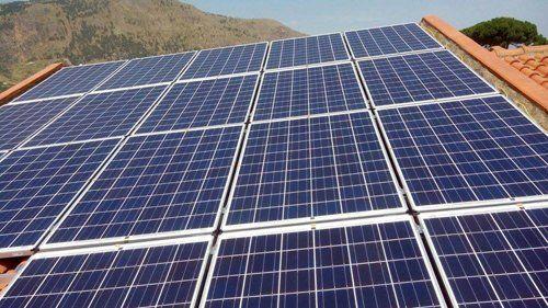 impianti fotovoltaici installati su un tetto