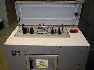 un macchinario per etichettatura