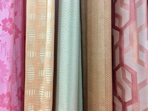 degli esempi di tessuti di diversi colori