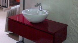 lavello bagno con mobile rosso
