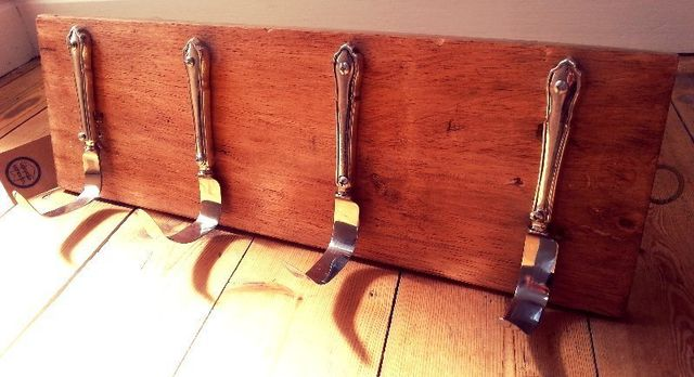 upcycled cutlery, vintage knives, stainless steel, hook rack, kitchen accessories, reclaimed wood, salvaged materials