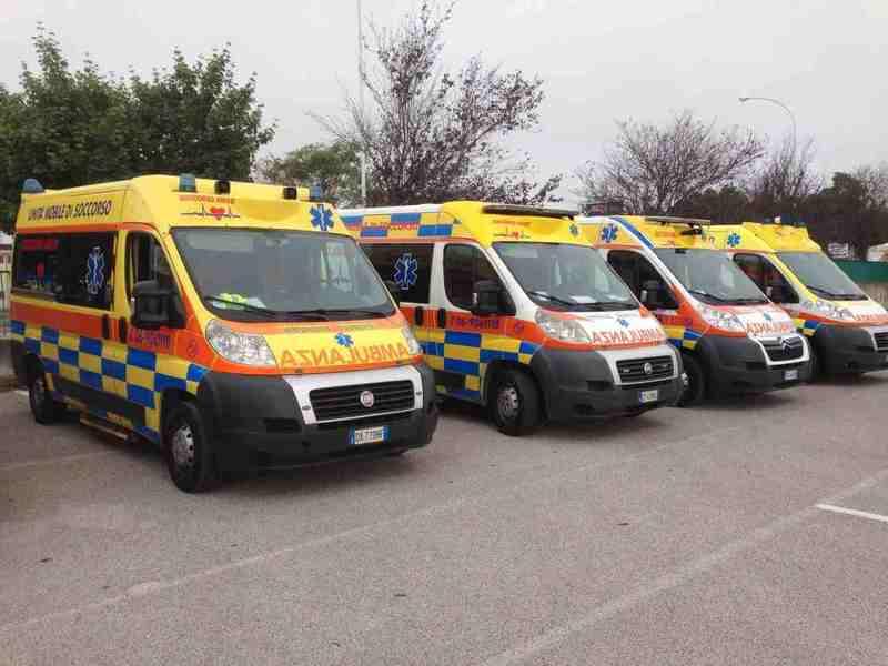 ambulanze nel parcheggio