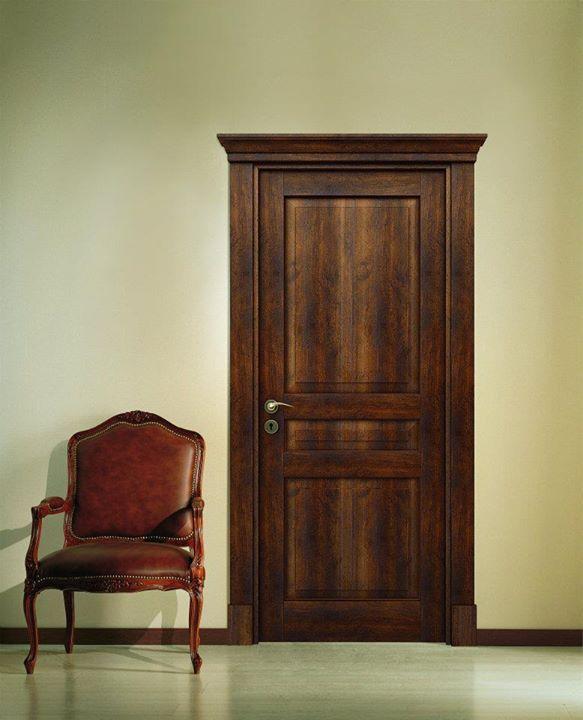 maniglia della porta in legno da interno