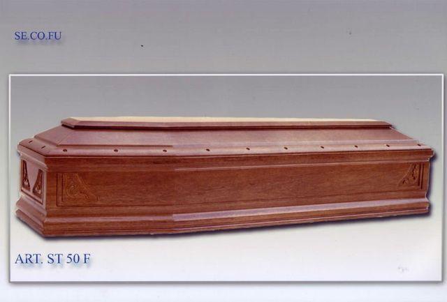una bara in legno lucido