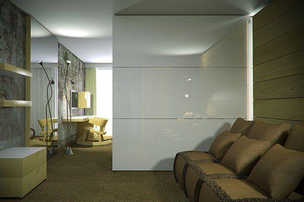 un salotto con un divano beige e una vetrata divisoria