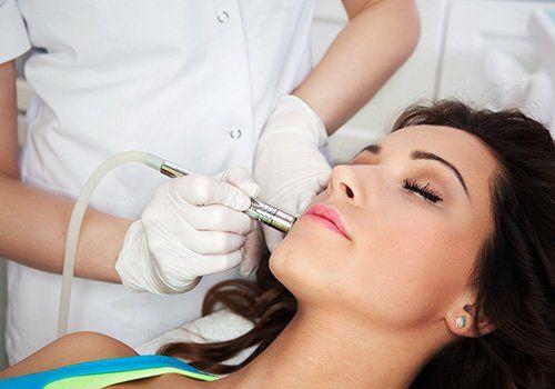 Facial skin therapy in progress