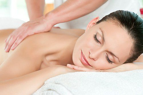 Professional getting back massage from the professional