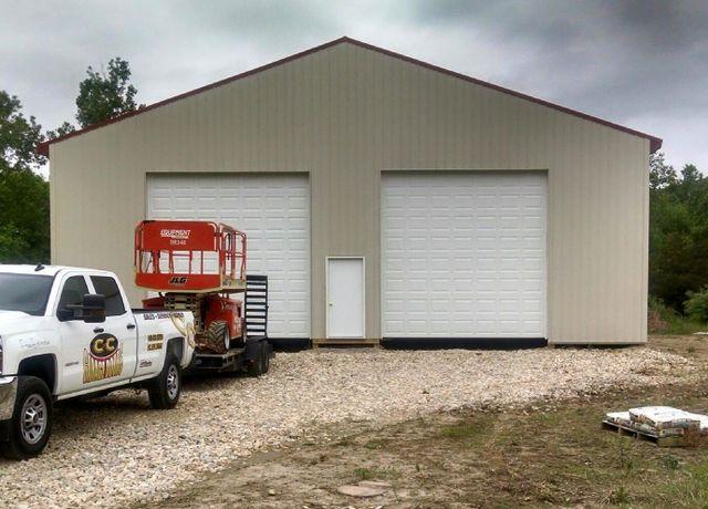 Expert installing the garage door in Middletown, OH