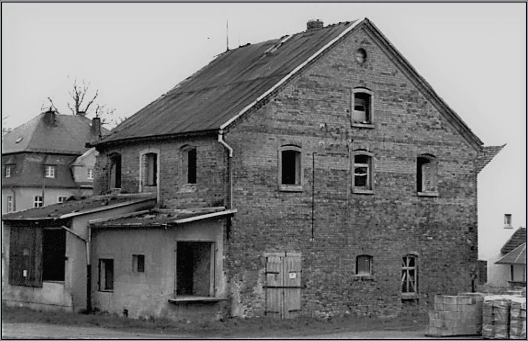 Abb. 12 Hinter- und Seitenansicht des Milchhauses im Jahre 1994 vor der Sanierung © Schneider, Gröger