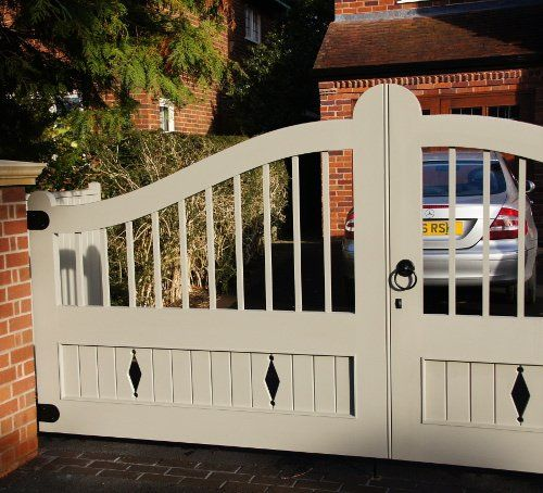 Double gates with metal features