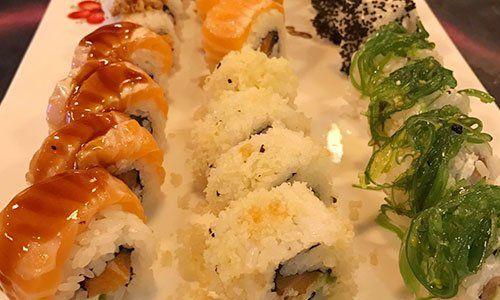 Un piatto di sushi assortito