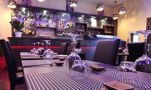 interno del ristorante con vista dei tavoli
